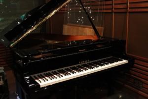 Aスタジオのグランドピアノ